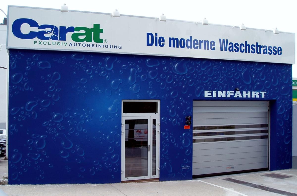 Fassadenmalerei-und-Beschriftung-moderne-und--lNngste-Waschstrasse-in-Wien